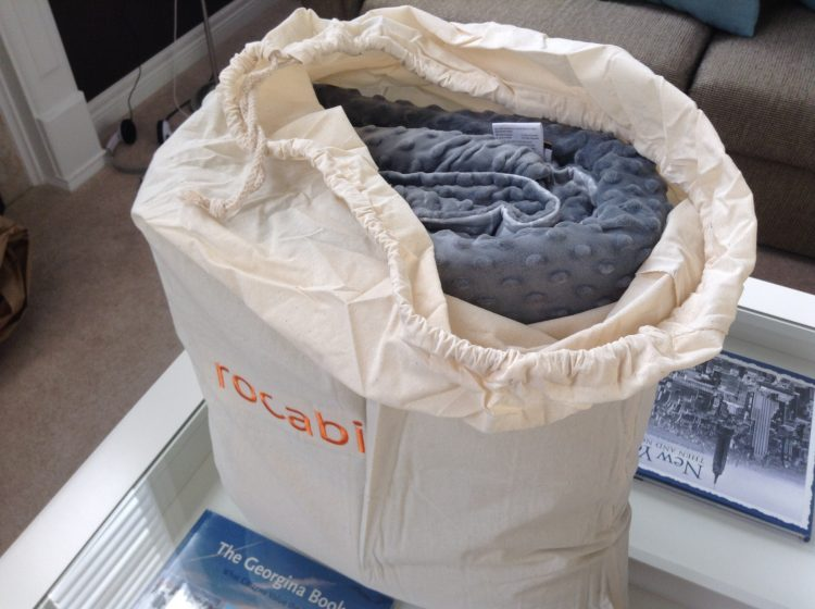 Removing Rocabi weighted blanket from carrying bag.
